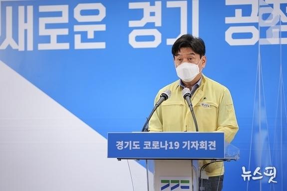 경기도, 최근 일주일 집단감염 77 사업장서 발생…외국인 확진자 57.7